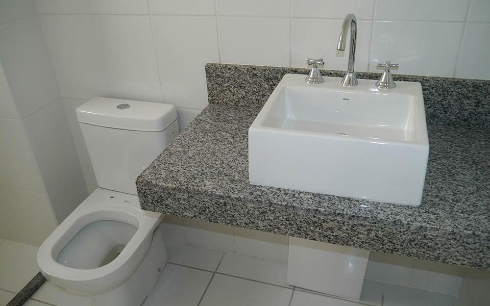 Torre F, apt 78, banheiro suíte