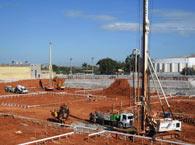 Escavação de estaca hélice para fundações do bloco E