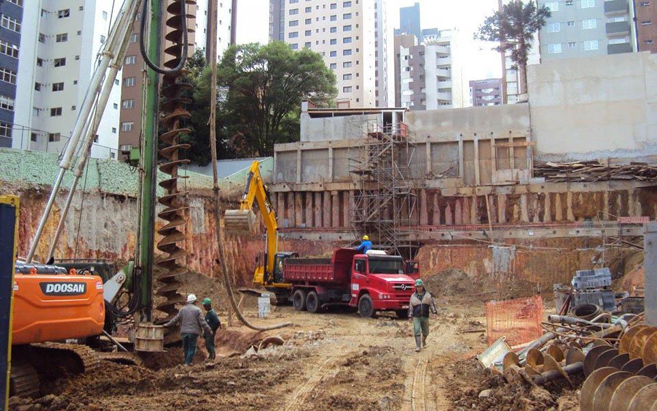 Vista da obra e fundações