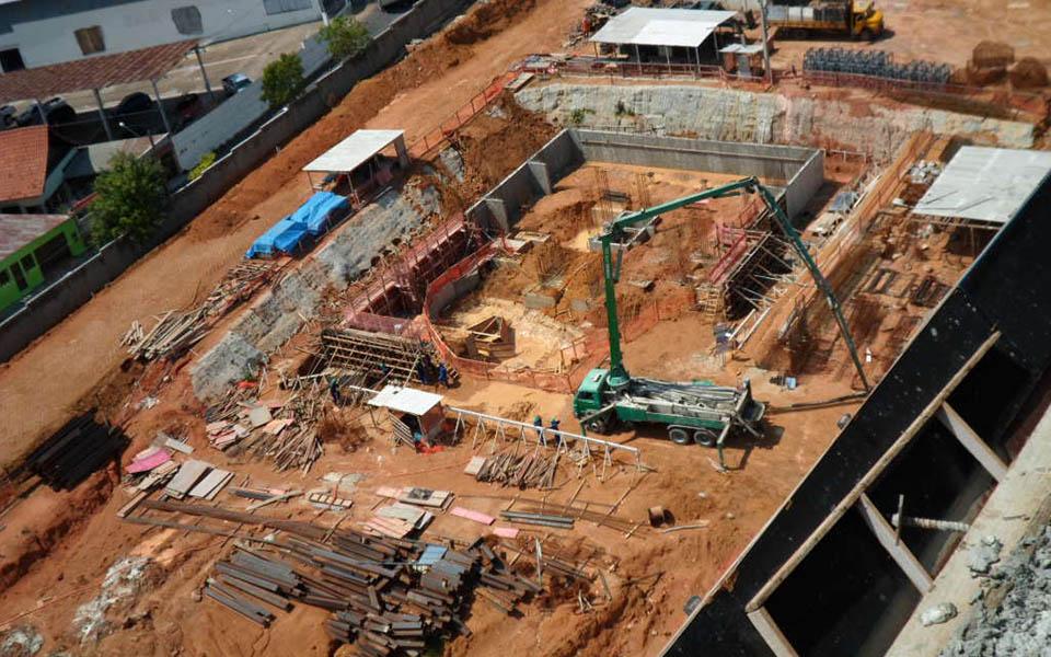 Torre 2, cortina, escavação e fundação rasa