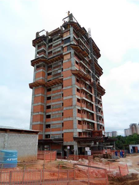 Torre 5, montagem dos pilares no 15º pavimento