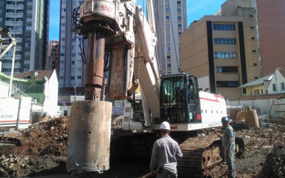 Escavação das estacas