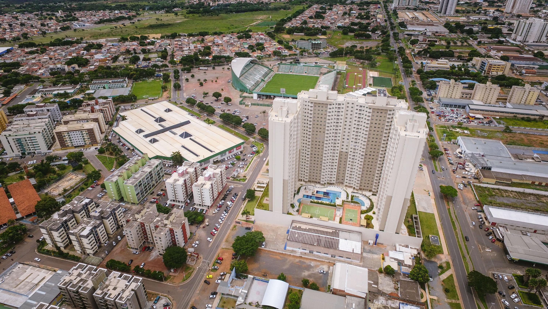 Vista aérea com Shopping Gama à esquerda